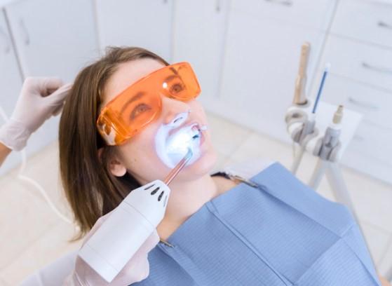 הלבנה של שיניים בלייזר