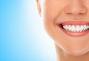 איך מלבינים שיניים בצורה טבעית