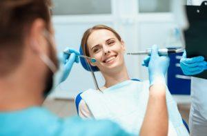 רופא מומחה להשתלת שיניים